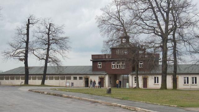 Photo de l'entrée du camp de Buchenwald prise en 2014. [Matcoelhos  - Wikimédia]