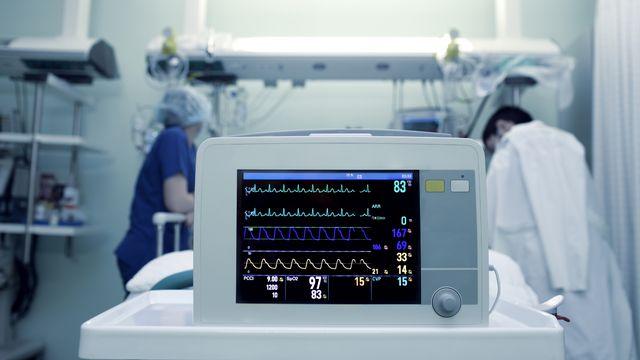 Des médecins dans un hôpital. [sudok1 - Depositphotos]