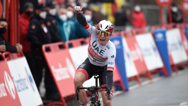 Le Belge Jasper Philipsen (UAE Emirates) a remporté au sprint la 15e étape de la Vuelta. [MIGUEL RIOPA - AFP]