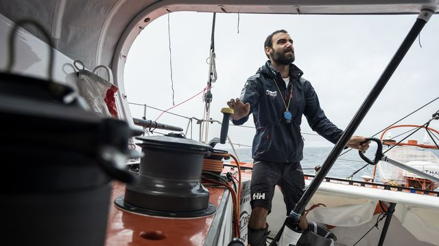 Alan Roura espère boucler le tour du monde en 80 jours. [Jean-Christophe Bott - Keystone]