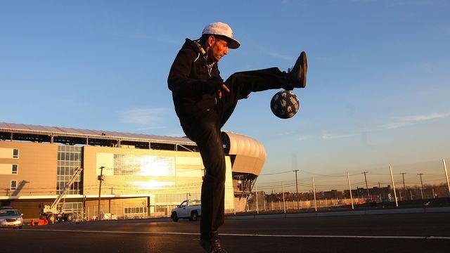 Sean Garnier est l'une des figures légendaires du football freestyle. [Mike Stobe - AFP]