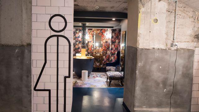 L'Hôtel Anker à Lucerne avait été l'un des premiers à faire parler des toilettes non-genrées en Suisse, en 2017. [Urs Flueeler - Keystone]