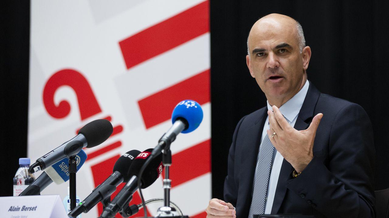 Le conseiller fédéral en charge de la Santé Alain Berset, en conférence de presse le 9 novembre 2020 à Delémont. [Peter Klaunzer - Keystone]