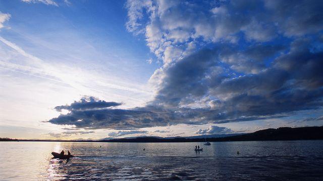 Les mesures ont tout de même permis de diviser par dix la teneur en phosphore dans le lac de Morat. [Gaätan Bally - Keystone]