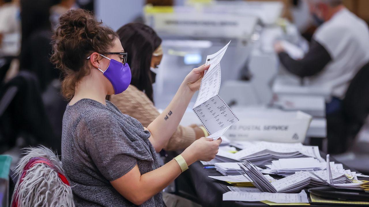Opérations de dépouillement des votes dans un centre d'Atlanta, en Géorgie. [Erik S.Lesser - Keystone]
