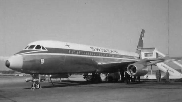 Un avion Swissair à Cointrin en 1961. [RTS]