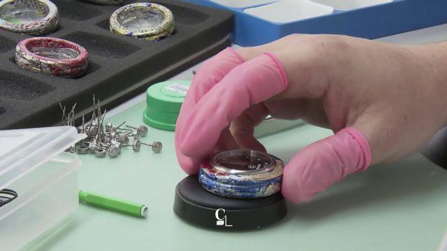 """Série """"Récup"""": il ramasse les vieilles canettes pour en faire des montres [RTS]"""
