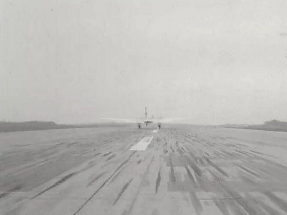 En 1958, la piste de l'aéroport de Cointrin doit être rallongée. [RTS]