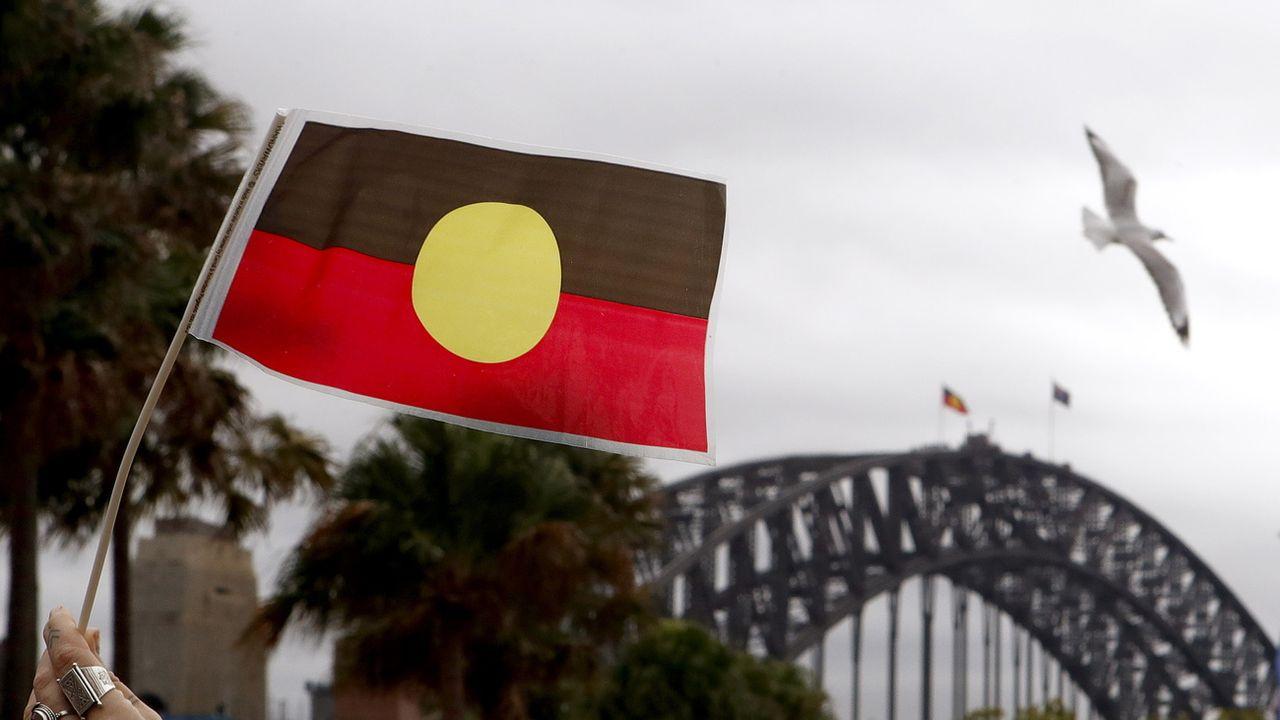 Le drapeau aborigène australien. [Daniel Munoz - EPA/Keystone]