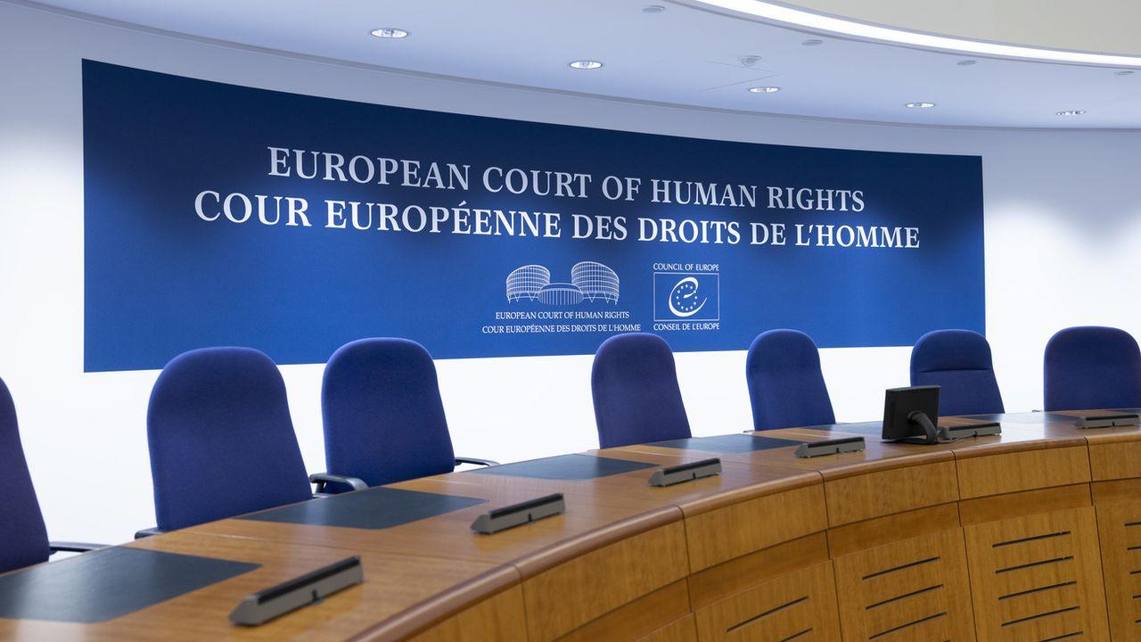 À Strasbourg, la Cour européenne des droits de l'Homme (CEDH) condamne la Suisse pour le renvoi d'un Gambien LGBT dans son pays. [Christian Beutler - Keystone]