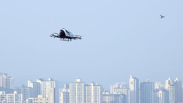 Un drone taxi dans le ciel de Séoul. [Keystone/EPA/Yonhap]