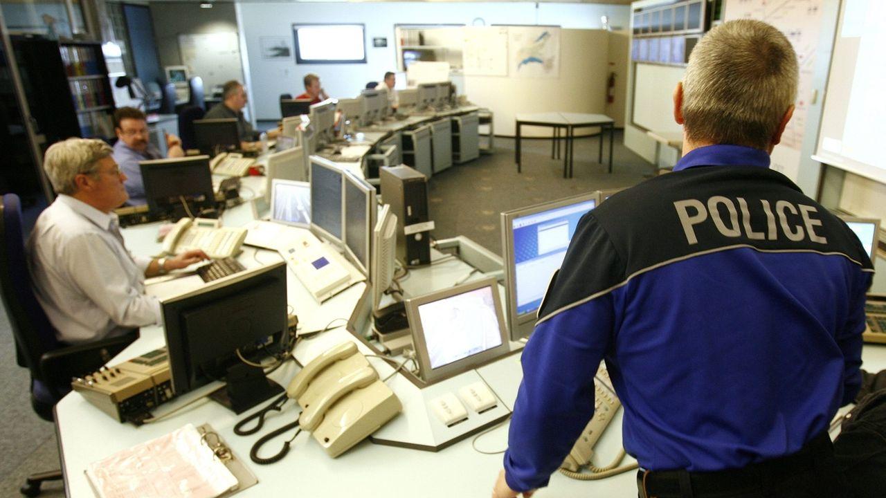 Les polices cantonales pourront mettre leurs expériences spécifiques en commun. [Laurent Gilliéron - Keystone]