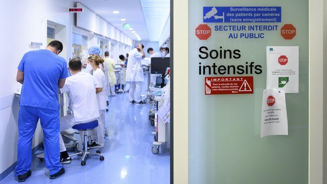 Les soins intensifs de l'hôpital de Pourtalès à Neuchâtel. [Laurent Gilliéron - Keystone]