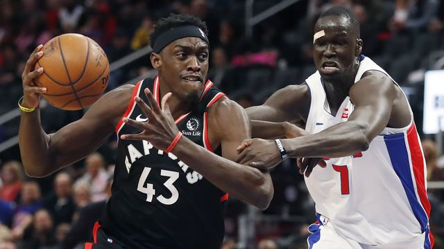 Pascal Siakam (en noir) et les Raptors doivent quitter le Canada quelque temps. [Carlos Osorio - Keystone]