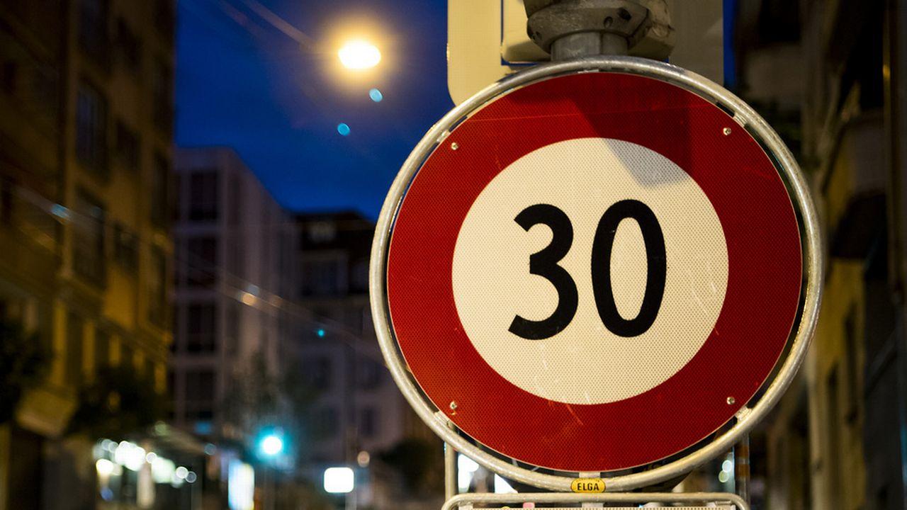 Dans la ville de Lausanne, le 30km/h a déjà été imposé sur certains trançons durant la nuit pour lutter contre le bruit.  [Jean-Christophe Bott - keystone]