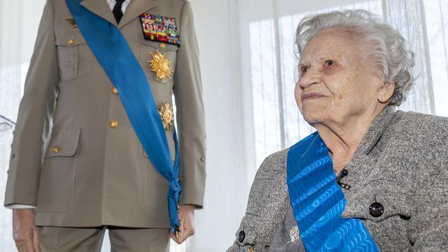 Noëlla Rouget lors de la cérémonie de sa remise des insignes de Grand-Croix de l'Ordre national du mérite. [Martial Trezzini - Keystone]