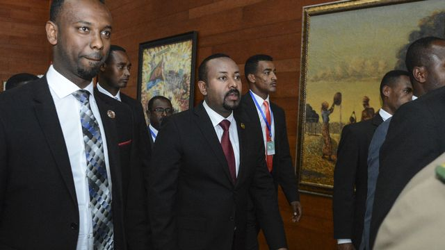 Le Premier ministre éthiopien Abiy Ahmed (centre). [AP Photo]