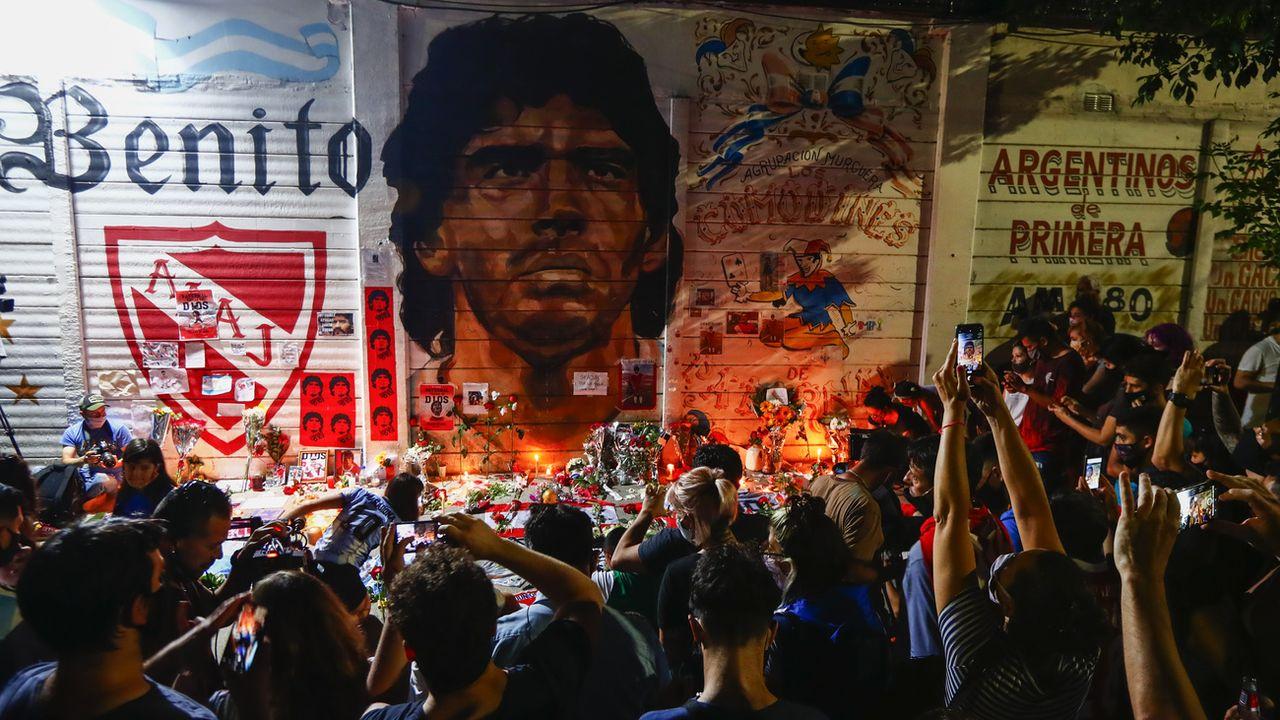Le monde rend hommage à Maradona comme ici, chez lui, à Buenos Aires. [Marcos Brindicci - Keystone]