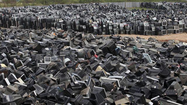 Montagne de téléviseurs en attente de recyclage à Zhuzhou en 2013. [AP/Keystone]