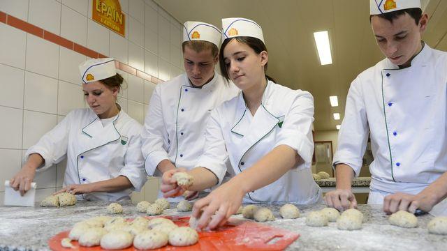 Les restaurants, mais aussi les boulangers ou les bouchers pourront s'inscrire sur la plateforme de GastroVaud et bénéficier des bons d'achat. [Jean-Christophe Bott - Keystone]