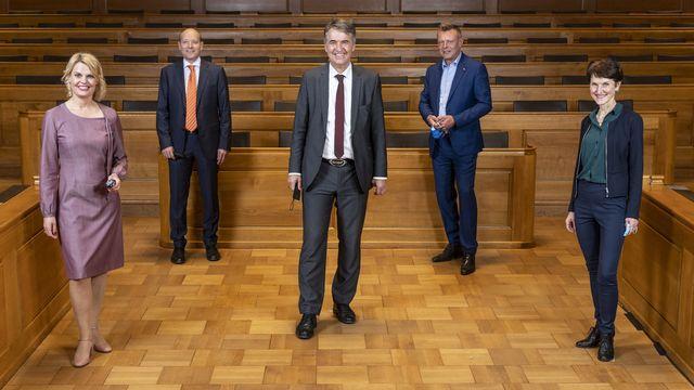 Les cinq membres du Conseil municipal de la Ville de Berne. [Alessandro della Valle - Keystone]