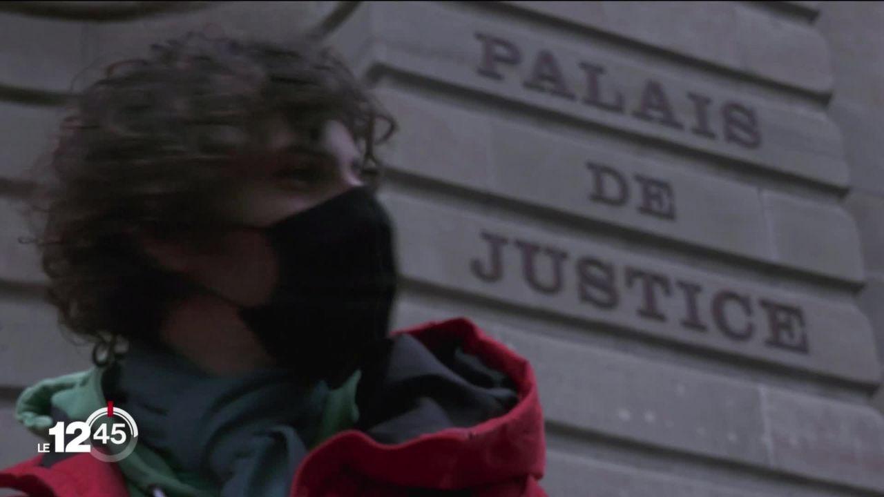 Un militant climatique acquitté par la justice genevoise. L'homme comparaissait pour refus d'obtempérer [RTS]
