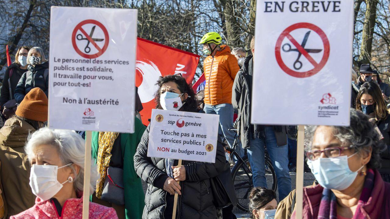 Les employés de la fonction publique se mobilisent contre le budget du canton de Genève. [Martial Trezzini - KEYSTONE]