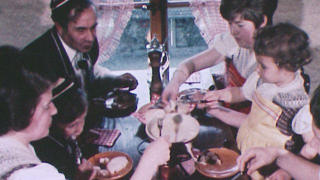 Une fondue en Gruyère en 1969. [RTS]