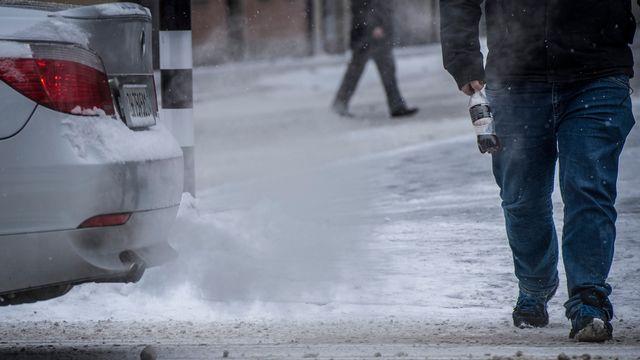 L'astuce est de faire passer des véhicules neuf polluants pour des occasions (image d'illustration). [Melanie Duchene - Keystone]