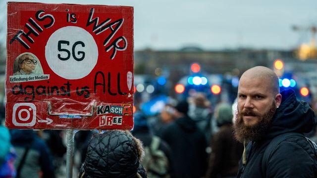 Manifestation contre les mesures de lutte contre le Covid-19, à Berlin, le 18 novembre 2020.  [ALEXANDER BECHER  - KEYSTONE]