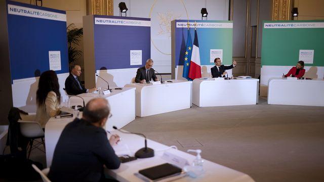 La délégation française pour le sommet virtuel sur le climat. [Yoan Valat - EPA]