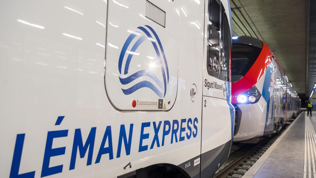 Deux rames du Léman Express à la gare Genève-Eaux-Vives. [Jean-Christophe Bott - Keystone]