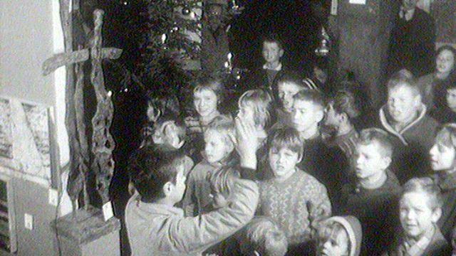 Enfants chantant en 1961. [RTS]