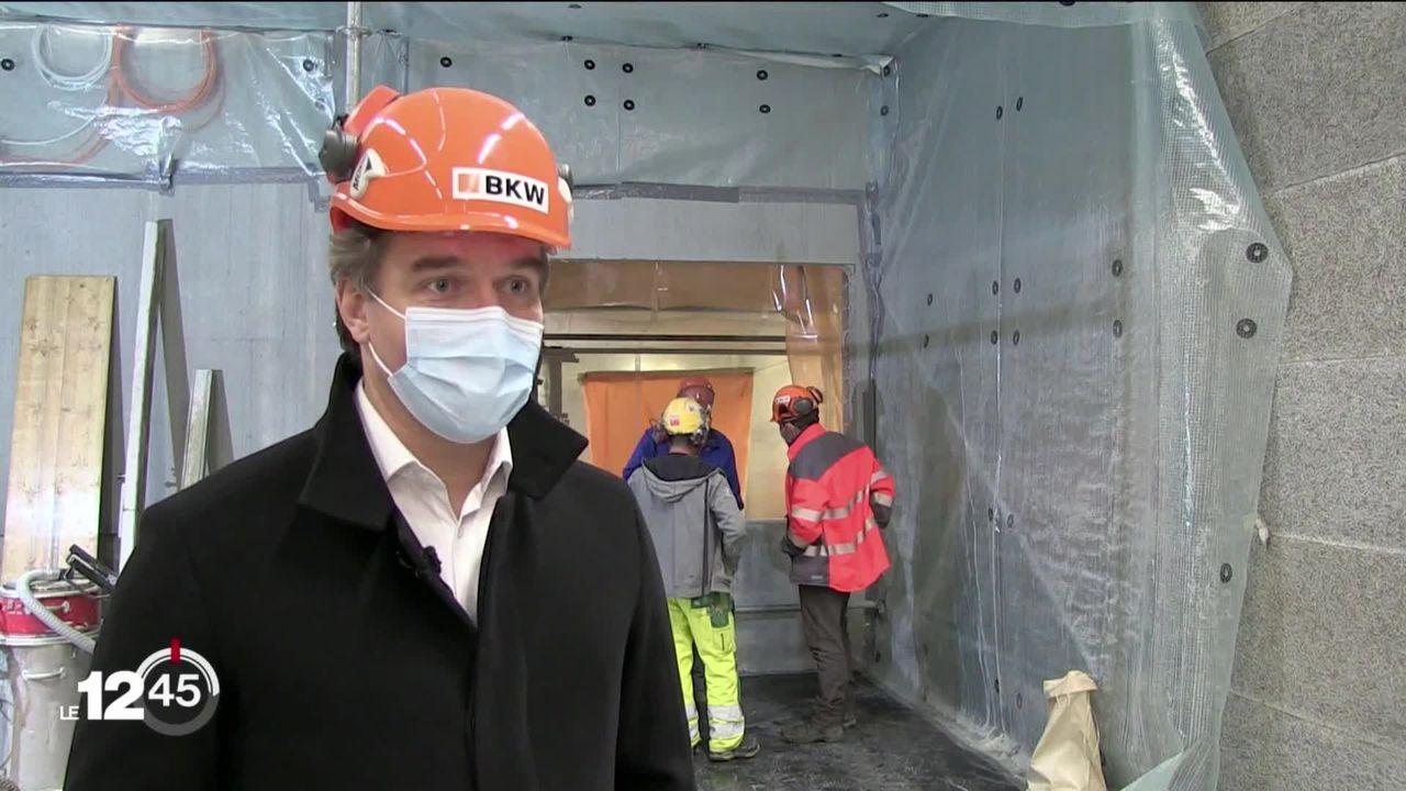 Un an après l'arrêt de la centrale de Mühleberg, l'opération de démantèlement a débuté malgré la crise sanitaire [RTS]
