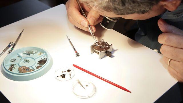 Les savoir-faire en mécanique horlogère et mécanique d'art comprennent l'artisanat horloger situé le long de l'Arc jurassien, de Genève à Schaffhouse, de Bienne (BE) à Besançon. [Salvatore Di Nolfi - Keystone]