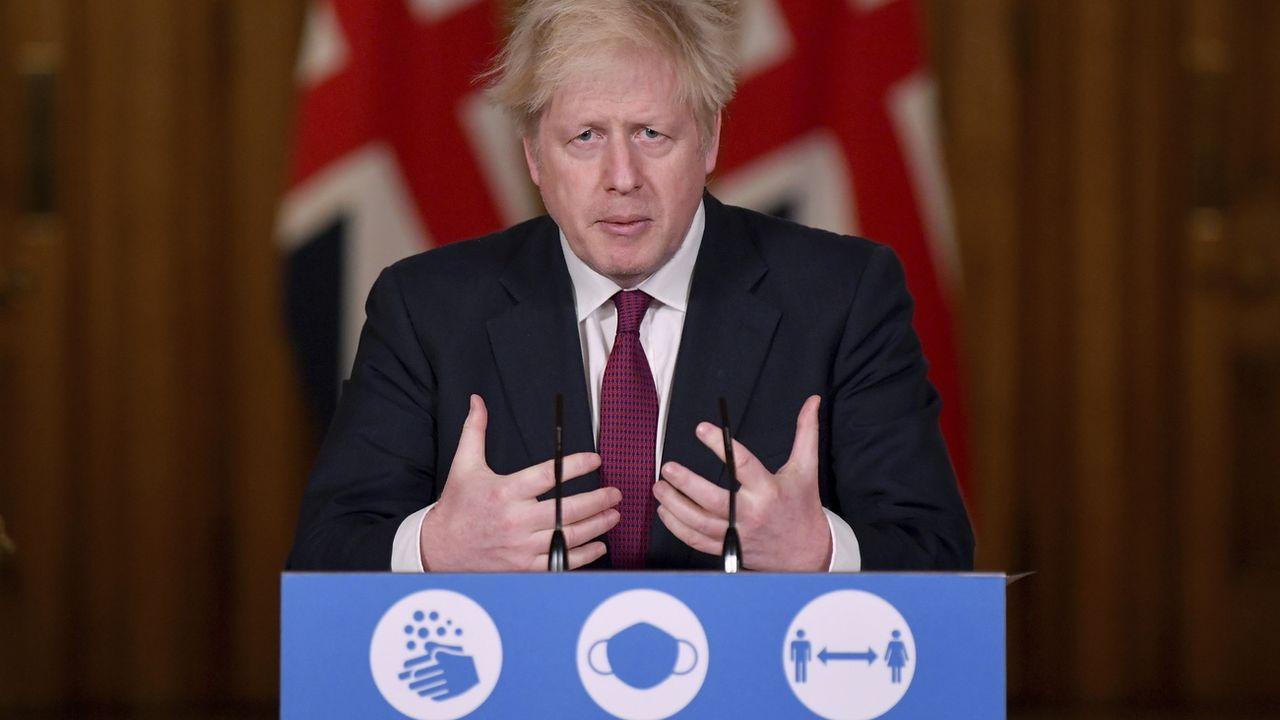 Boris Johnson a fait le point sur la nouvelle souche du Covid devant la presse. [Toby Melville/Pool Photo via AP - Keystone]