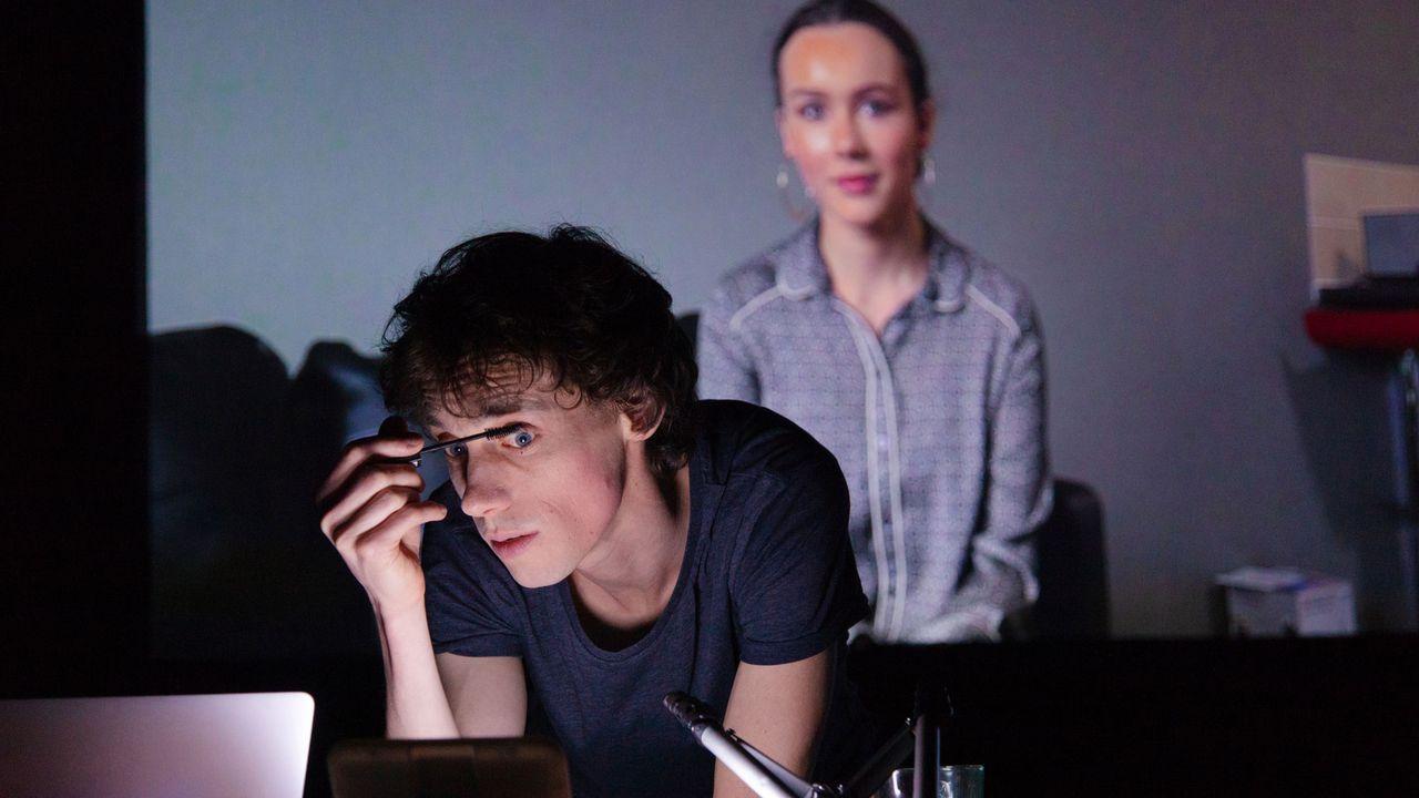 """""""Be Arielle F"""", le spectacle de Simon Senn. [Elisa Larvego - vidy.ch]"""