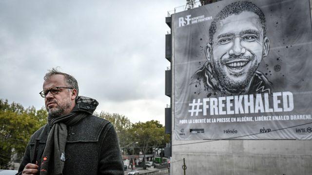 Le secrétaire général de RSF Christophe Deloire, photographié ici lors d'une manifestation de soutien au journaliste algérien emprisonné Khaled Drareni, le 15 octobre 2020 à Paris. [Stéphane de Sakutin - AFP]