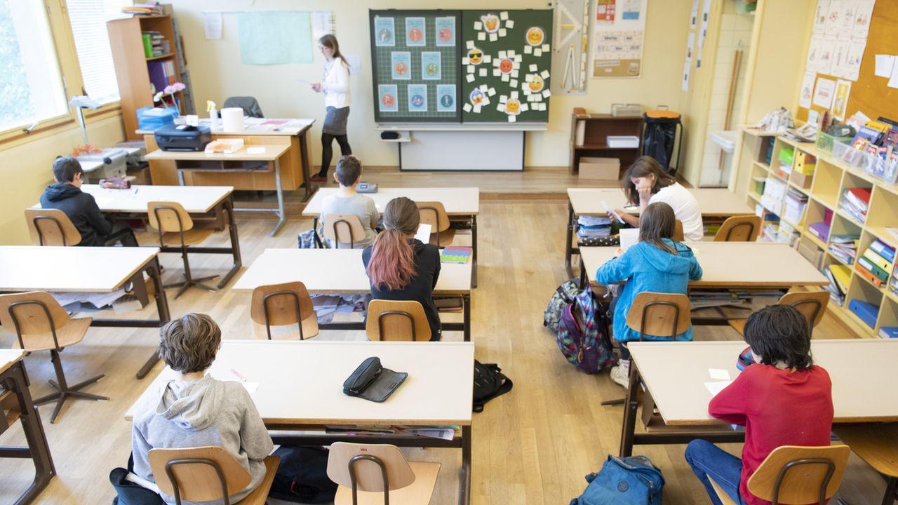 La fermeture des écoles pourrait devenir une option si les cas continuent d'augmenter. [Laurent Gillieron - Keystone]