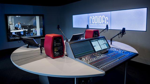 Une vue sur le studio de RadioFr. Fribourg/Freiburg lors de l'inauguration du Mediaparc, le centre de médias fribourgeois à Villars-sur-Glâne.  [JEAN-CHRISTOPHE BOTT - KEYSTONE]