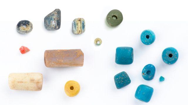 Les perles en verres étudiées, issues des fouilles archéologiques à Dourou-Boro et Sadia, au Mali, et à Djoutoubaya, au Sénégal.  Img avec CP Unige M. Truffa Giachet et N. Spuhler Unige [M. Truffa Giachet et N. Spuhler - Unige]