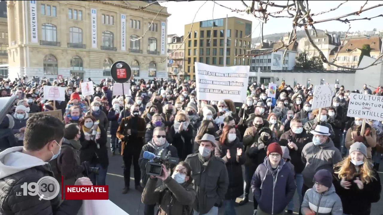 Covid: plus de 500 restaurateurs neuchâtelois sont descendus dans la rue. Ils se sentent abandonnés par les pouvoirs publics [RTS]