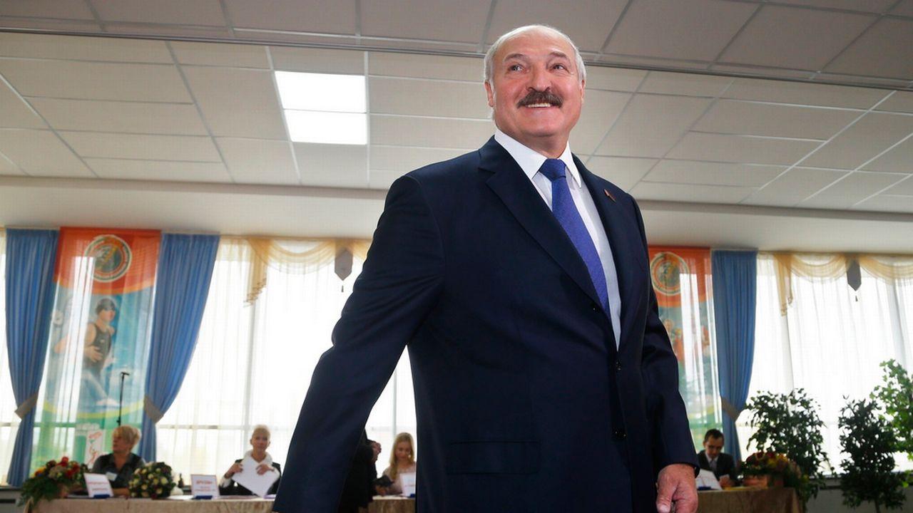 Le président biélorusse Loukachenko a proféré des promesses de réformes constitutionnelles, contestées par l'opposition. [Sergei Grits - Keystone]