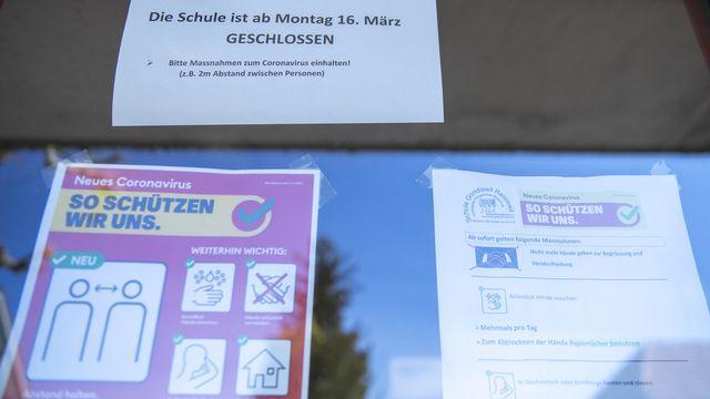 La fermeture des écoles lors de la première vague a fortement freiné l'épidémie, montre une étude de l'EPFZ. [Marcel Bieri - Keystone]