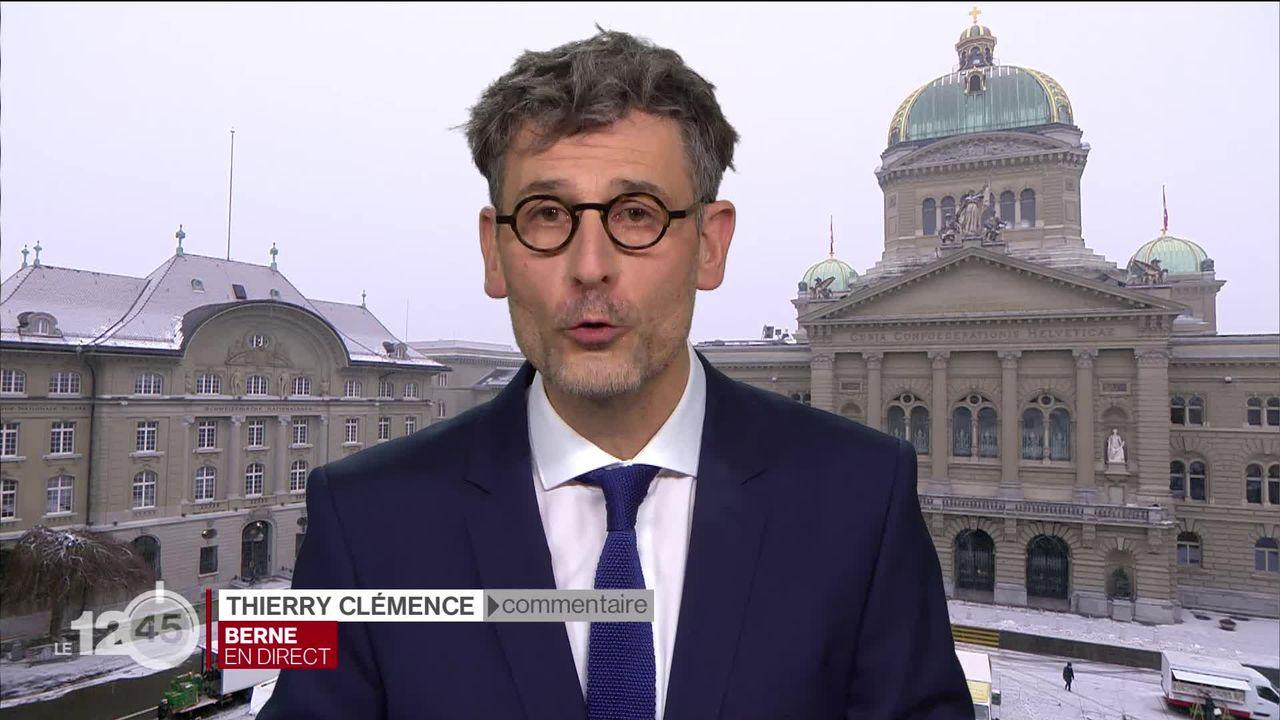 Les milieux économiques ont déposé 110'000 signatures contre la loi CO2. Explications Thierry Clémence [RTS]