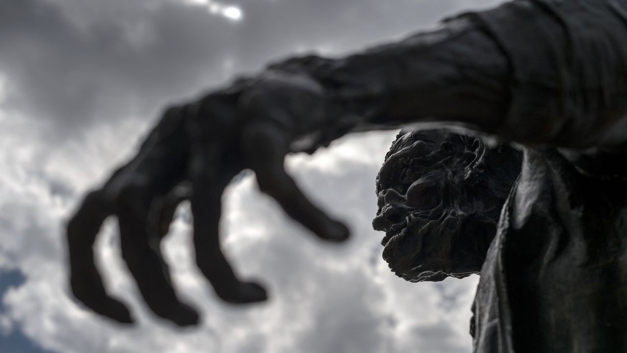 Statue de Frankenstein à Genève. [FABRICE COFFRINI - AFP]