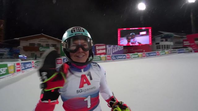 Flachau (AUT), slalom dames, 1re manche: Wendy Holdener (SUI) [RTS]