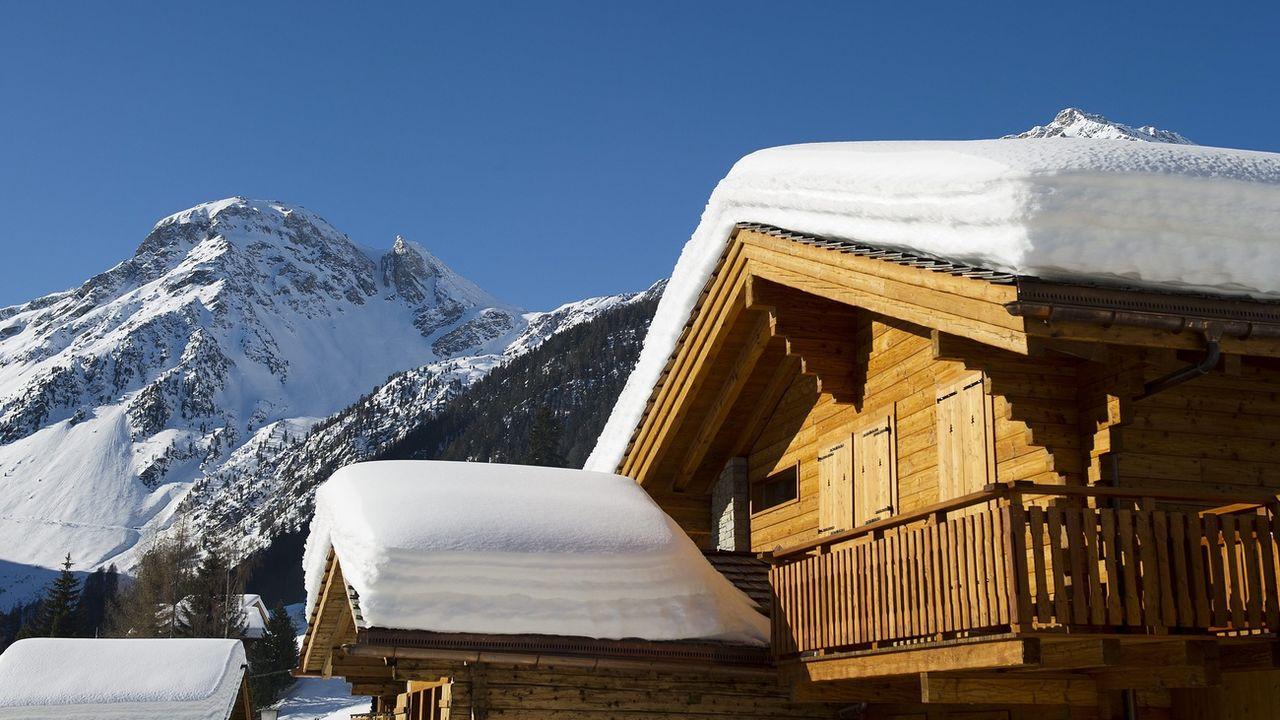Les arnaques aux chalets inexistants se multiplient en Valais. [Jean-Christophe Bott - KEYSTONE]