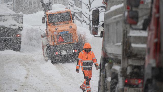 De fortes chutes de neige ont été enregistrées en Suisse, risque d'avalanche élevé. [Pablo Gianinazzi - Keystone]