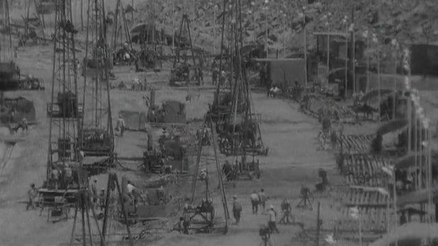 La construction du barrage d'Assouan en Egypte en 1966. [RTS]